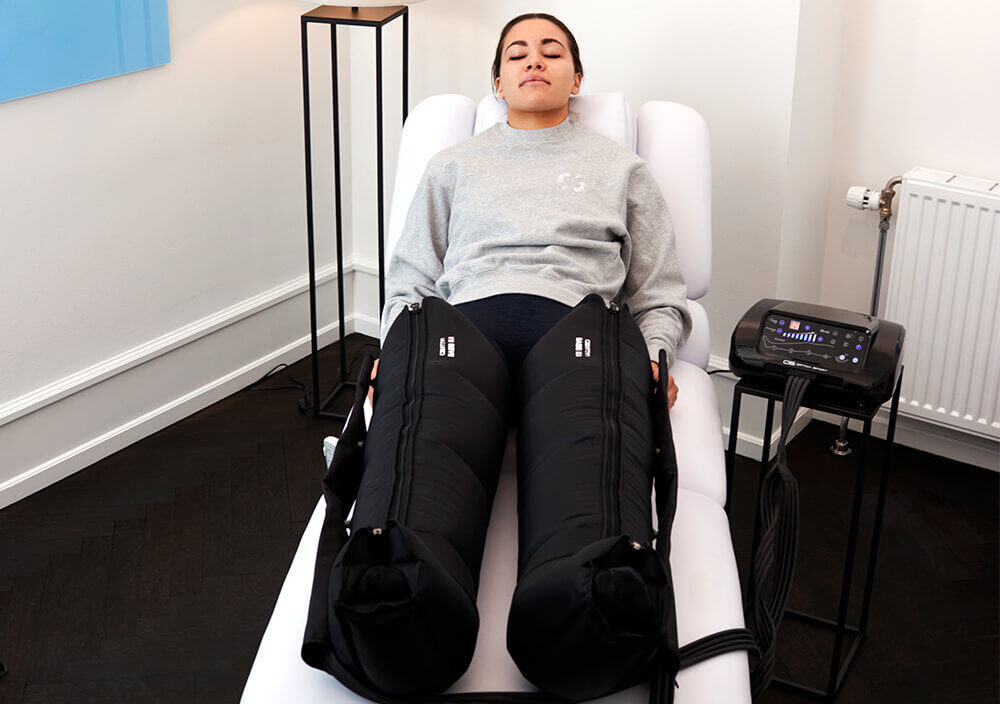 Treatment_Compression-therapy_Woman-relaxed-in-pants_v2
