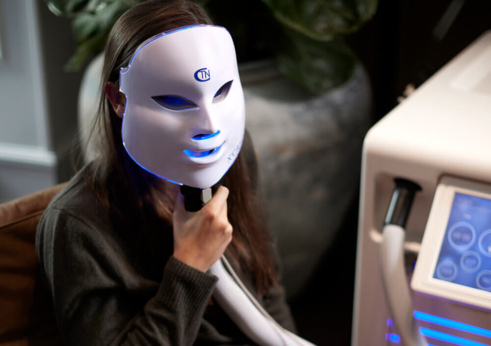 Treatment_Cryo-Facial_Girl-with-Cryo-mask