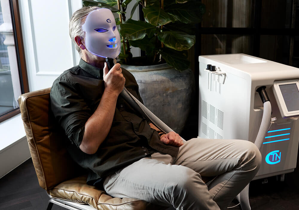 Treatment_Cryo-Facial_Man-with-Cryo-mask