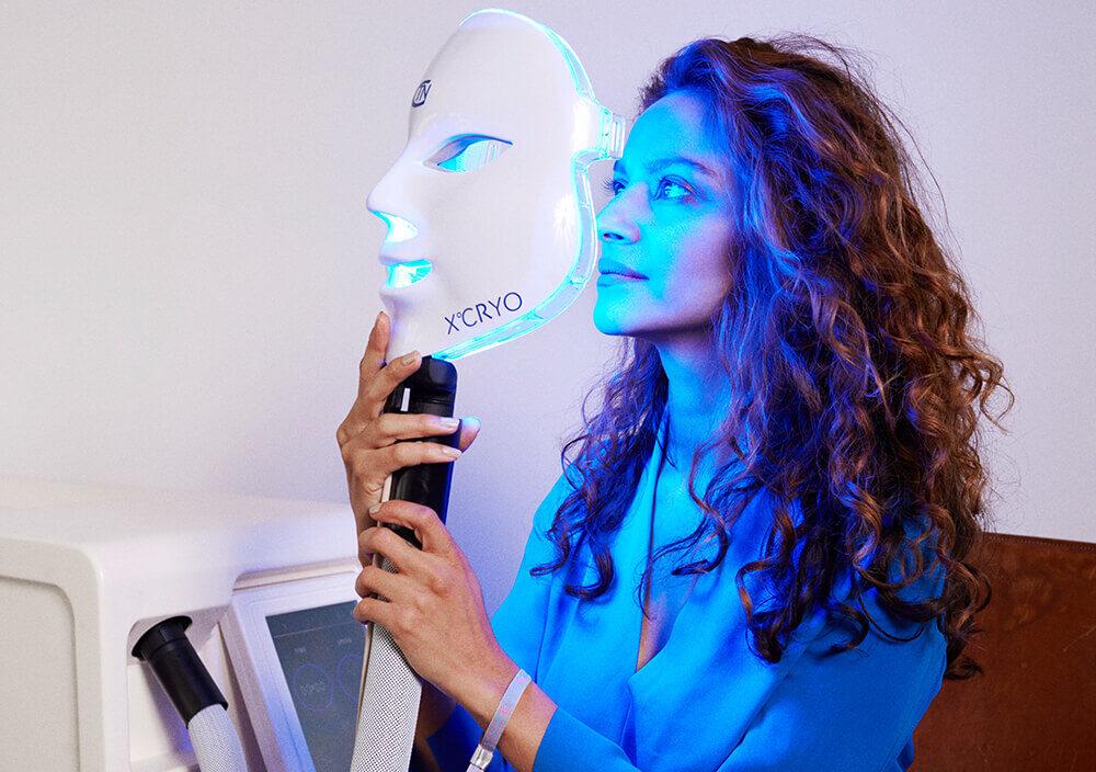 Treatment_Cryo-Facial_Woman-placing-Cryo-mask