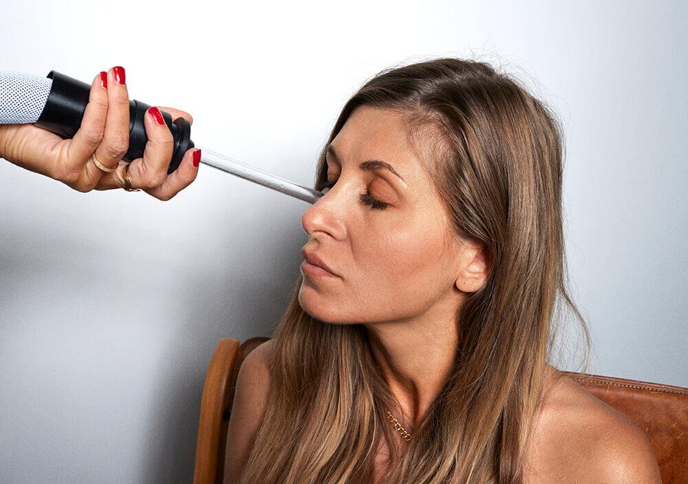 Treatment_Cryo-facial_treatment-on-chin