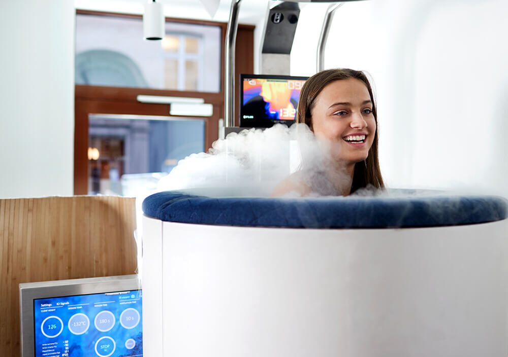 Treatment_Whole-body-cryo_Girl-in-chamber