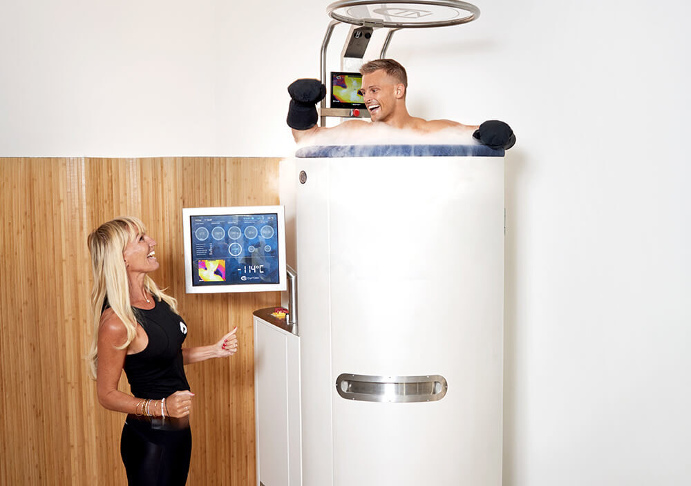 Treatment_Whole-body-cryo_Man-in-chamber